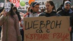 Логото на Шеврон на поканата е още един гвоздей в съзнанието на засегнатото по темата българско общество