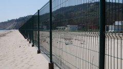 """След проверка се оказа, че оградата на бившия детски лагер, която сега принадлежи на затворения комплекс """"Дружба Бей Гардън"""" е без строително разрешение"""