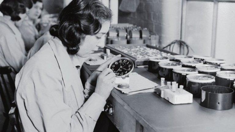 """За 27 цента на часовник """"Радиоактивните момичета"""" понякога покриват с боя, създадена на основата на радий, циферблатите на 250 часовника на ден"""