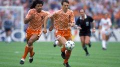 Холандия 1988 г. Рууд Гулит и Марко ван Бастен - една от най-неприятните гледки за противниковата защита. Летящите лалета на Холандия плениха Европа с играта си, донесла им титлата от Евро 88. И с екипа си...