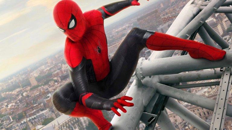"""Продължението на Spider-Man: Far From Home Премиера: 17 декември Вселена: Филмова вселена на Marvel / Вселена на Sony с герои на Marvel  Том Холанд се завръща в ролята на ученика Питър Паркър и неговото лазещо по стени алтерего Спайдър-мен в третия самостоятелен филм за тази версия на героя. След като в края на """"Далеч от дома"""" светът разбра неговата тайна, Паркър ще трябва да се справи с последствията. Ясно е, че ще видим злодеите д-р Октопус (Алфред Молина) и Електро (Джейми Фокс), а това, че ги играят актьорите, влезли в ролите в другите поредици за Спайдър-мен, повдига съмненията, че ни чака представянето на паралелни вселени."""