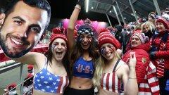 Безстрашното трио крещеше в подкрепа на американеца Крис Маздзър, който спечели сребърен медал и се радваше на нетрадиционните полу голи овации от приятелката си – Мара Мариан, и двете си сестри – Кейт и Сара.