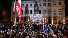 Искането за репарации е израз на политиката, възприета от полското правителство още от идването му на власт в края на 2015 г. - да се търсят врагове вътре и извън държавата