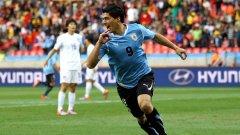 Уругвайският нападател на Аякс Луис Суарес може и да се размине с Ливърпул