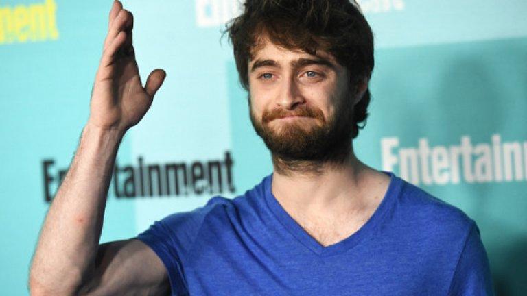 """3.На 35 години Хари вече побелява  Роулинг отбелязва """"няколко сиви косъма"""" в черната му коса, вероятно причинени от редицата тежки преживявания през ученическите му години."""