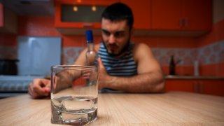 Историята на един ден без алкохол в името на ваксината срещу COVID-19