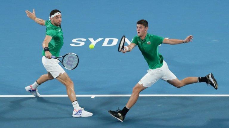 Григор и Алекс изковаха решаващата победа на двойки.
