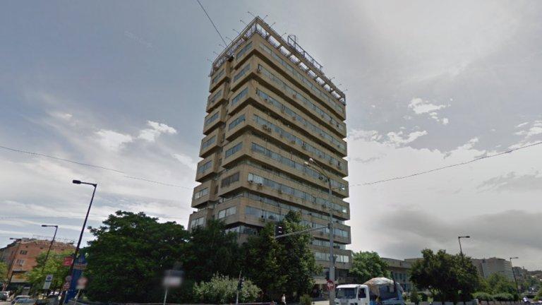 """Административна сграда НДК - 82 метра, 19 етажа, 1981  Известна още като """"Малкото НДК"""" и ПРОНО (Проектантски институт на отбраната), тази сграда със смесено предназначение е издигната през 1981-година, заедно с основната сграда на Двореца на Културата и е сред най-високите за времето си. Снимка: Google Maps"""