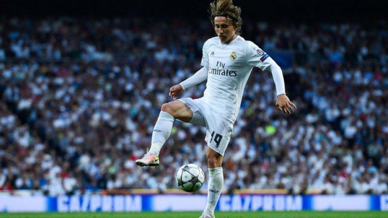 Полузащитник: Лука Модрич (Реал Мадрид) С кадифено докосване, Модрич е човекът, който да оперира зад нападателите.