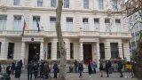 """Над 30% от гласовете извън страната са за """"Има такъв народ"""" (на снимката: опашка за гласуване пред посолството в Лондон)"""