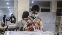 Докато много бежанци нямат достъп до обикновена медицинска помощ, камо ли до вида оборудване, необходимо за справяне с коронавируса, е трудно да си представим, че заразата няма да стигне и до Идлиб. А това, освен че ще влоши нелекия живот там, но ще се окаже и нова опасност отвъд границите на провинцията.