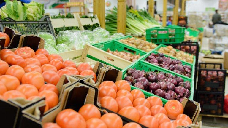 Заложете на леките и необработени храни - плодове, зеленчуци. Консумирайте кисело мляко, птичи меса. Червените меса не са за препоръчване в жегите, тъй като обработването им натоварва организма допълнително.