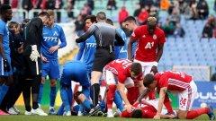 Много сблъсъци, кръв и картони, но малко футбол показаха Левски и ЦСКА