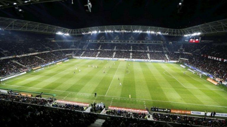 """""""Алианц Ривиера"""" в Ница има капацитет от 35 624 места. Там ще се играят мачовете Полша – С. Ирландия (12 юни), Испания – Турция (17 юни) и Швеция – Белгия (22 юни)."""