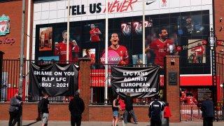 """""""Почивай в мир, Ливърпул"""": Фенове на клуба изригнаха срещу Суперлигата"""
