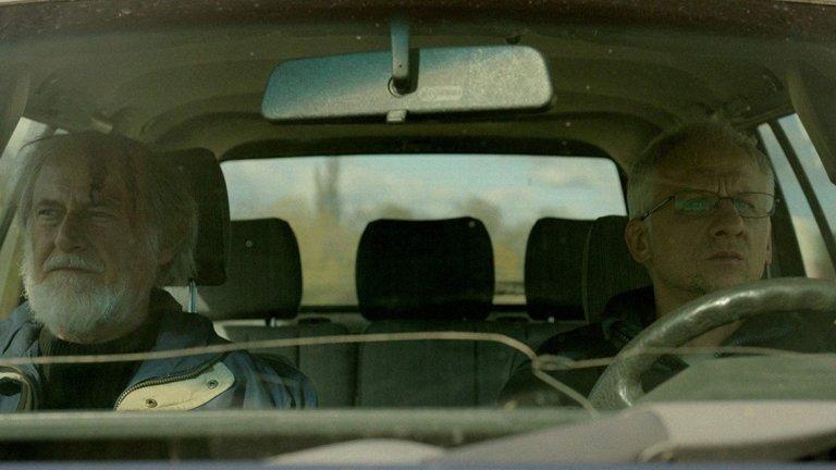 """""""Бащата""""  Филмът вече е носител на една от най-престижните европейски фестивални награди """"Кристален глобус"""". Това е третият пълнометражен проект на Петър Вълчанов и Кристина Грозева.  Васил е художник, който внезапно губи жена си. Болката от загубата й го събира с неговия син Павел в един от най-тежките моменти в живота и на двамата. В същото време близка приятелка на починалата твърди, че тя не спира да й звъни по телефона.  Разплитането на възела от противоречиви контакти между баща и син протича на фона на смешно-тъжни картини от ежедневието. Свежият ироничен поглед на режисьорите и сценаристи към малките човешки """"дефекти"""" на участващите в действието внасят усещане за съпричастност към героите.  В ролята на сина е Иван Бърнев, а бащата играе Иван Савов."""