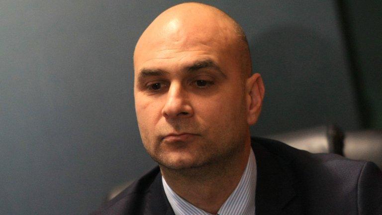 По думите на главния прокурор Иван Гешев причината за напускането е проблем, който е пречел на Димитър Петров да се съсредоточи върху дейността си като административен ръководител
