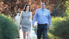 Дейв Голдбърг, изпълнителен директор на SurveyMonkey  Известният предприемач от Силициевата долина и изпълнителен директор на компанията Surveymonkey почина внезапно на 47 години. Голдбърг беше съпруг на Шерил Сандбърг, главен оперативен директор на Facebook.   Преди да се присъедини към SurveyMonkey през 2009 г., Голдбърг бе висш служител в Yahoo. Той разшири значително дейността на SurveyMonkey като компания за онлайн анкети и статистика и вдигна стойността й до над 2 милиарда долара. Под ръководството му компанията се разрасна неимоверно и от шепа служители стана лидер с над 400 души персонал и 25 милиона потребители.