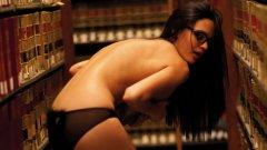 Четири пети от студентите си разпращат голи снимки