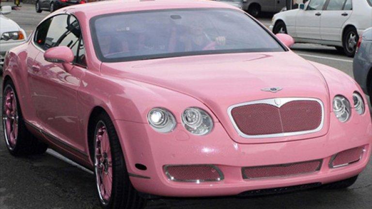 Парис Хилтън зад волана на розовото й Bentley