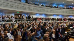 """За само 20 минути и след кратка реч на Трифонов партията е била учредена - без телефони и медии в залата Снимки: БГНЕС, ПП """"Няма такава държава"""""""