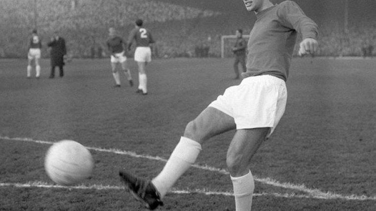 """28 ноември 1964 г. - Утвърден титуляр. Бест загрява преди гостуването на Юнайтед на терена на Арсенал - стария стадион """"Хайбъри"""". До този момент той вече е титуляр в клуба и противниците усещат заплахата, поставяйки го на специален охранителен режим. Ритниците, които получава, не го плашат. С усмивка отвръща, че така е и на тренировките в Юнайтед. През този сезон Бест играе 59 мача за клуба, вкарвайки 14 гола. Никога повече не успява да изиграе толкова двубои за Юнайтед в един сезон."""