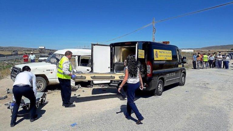 При неправилно излизане на централен път, бусчето, с което са пътували жените от района на Смолян, е било пометено от камион