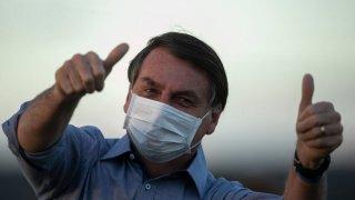 Бразилските власти открито подкрепят лекарството като единствен наинч за борба с COVID-19, въпреки че цял свят вече го обяви дори за опасно