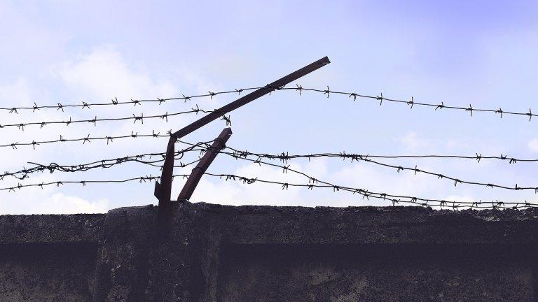 Той е задържан с Европейска заповед за арест, но има присъда, която трябва да излежи в Гърция
