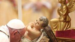 """Папата посочи, че Коледа е времето, в което """"още веднъж да открием кои сме""""."""