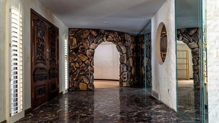 Входът за пещерата на Флинстоун?