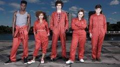 Misfits  Сериалът започва с относително нормален драматичен сюжет - петима своеволни тийнейджъри, осъдени за дребни престъпления, са принудени да полагат обществено полезен труд.   Внезапно над квартала им в Лондон се развихря гръмотевична буря, след която главните герои осъзнават, че са се сдобили със свръхестествени сили, съответстващи на характерите им.   Скоро момчетата започват да бранят квартала си от всевъзможни злонамерени типове, които също се оказват надарени с неподозирани свръхчовешки възможности.   Героите са вулгарни, диалогът е препълнен с цинизми, а бруталното насилие извира отвсякъде. Но Misfits притежава уникален дух и отлично чувство за хумор, което се вижда с всеки следващ епизод.