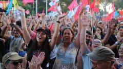 Страната е забранила всички музикални фестивали заради коронавируса, но комунистическата партия не е съгласна и си намира вратички