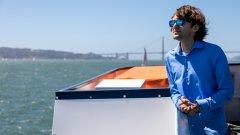 24-годишният мъж иска да изчисти водите от пластмаса. За целта е събрал 40 милиона долара от компании, които са инвестирани в проекта му The Ocean Cleanup.