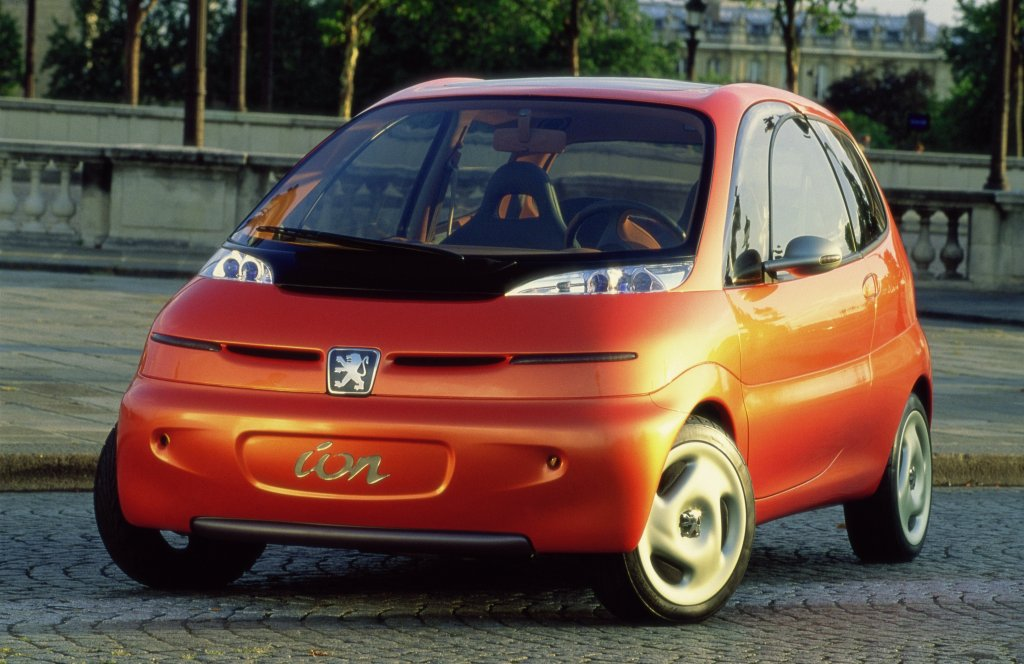 Peugeot iOnС тази електрическа кола можете да минете до 140 км с едно зареждане. Струва около 22 хил. евро и срещу това получавате доста пъргав електромобил с приличен багажник от над 160 литра. И все пак...