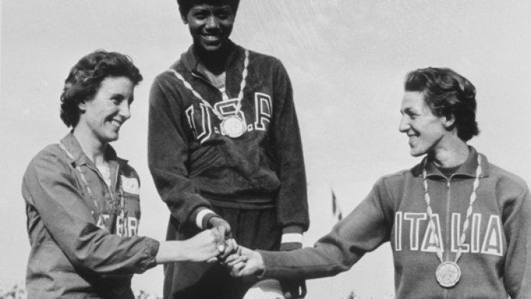 Уилма Рудолф печели четири олимпийски медала (три от които златни и по време на Игрите в Рим през 1960 г.) в рамките на две олимпиади
