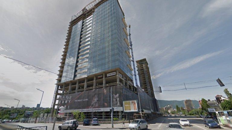 """""""Милениум Център"""" - 85 метра, 32 етажа, незавършен  Новата сграда, издигаща се в близост до НДК, бул. """"Витоша"""", бул. """"Пенчо Славейков"""" и бул. """"България"""" е известна още и като """"небостъргача на НИКМИ"""" по името на строителната компания-инвеститор. Първите от общо 37-те апартамента в жилищната част на сградата вече са продадени. В сградата, на чиито покрив има вертолетна площадка, ще има още офиси, търговски обекти, петзвезден хотел, паркинг на пет нива. По план """"Милениум"""" трябва да бъде завършена до средата на тази година. Снимка: Google Maps"""