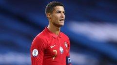 Кристиано Роналдо е футболистът с най-много мачове (170) и най-много голове (102) за португалския национален отбор