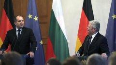 Българският президент Румен Радев се срещна с германския си колега Йоахим Гаук в Берлин. Това е първото официално двустранно посещение на Радев.
