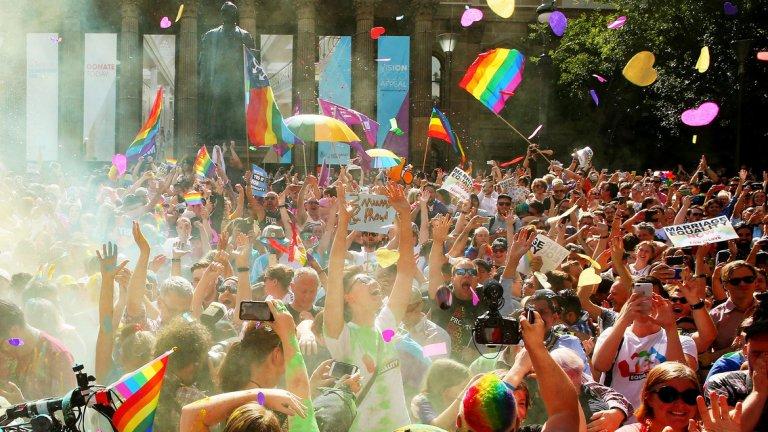 Близо 62% от жителите на страната гласуваха за разрешаване на еднополовите бракове
