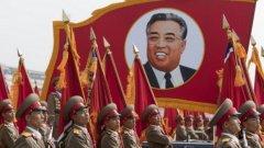 Зрелищен военен парад в Северна Корея