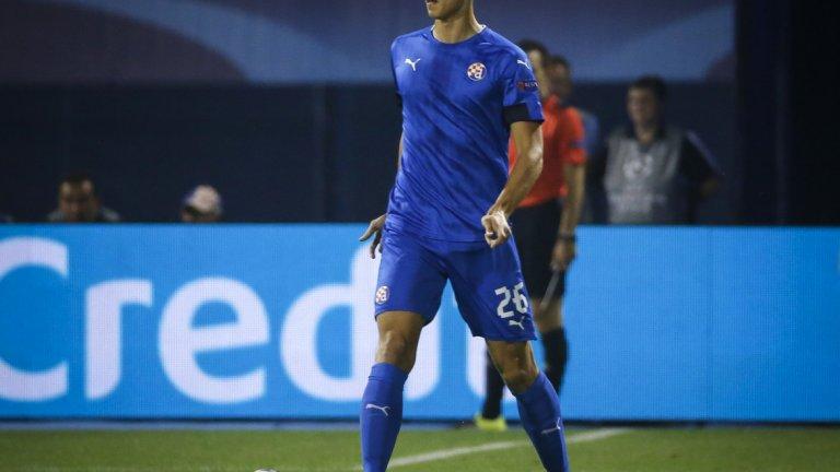 Защитник: Филип Бенкович (Динамо Загреб)  Всъщност вече не е тийнейджър, но беше допреди два дни, когато навърши 20 години. Смятан за един от най-перспективните млади защитници в Европа, доскоро той беше трениран от Ивайло Петев преди българинът да бъде уволнен от Динамо Загреб. Бенкович често е сравняван с Матс Хумелс, но всъщност е по-атлетичен от германския национал. Цената му гони 30 млн. евро.