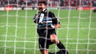 Карлос Роа, известен още като Марулята заради веганската диета, която следваше строго, отказа на Манчестър Юнайтед в края на миналия век, за да изчака края на света