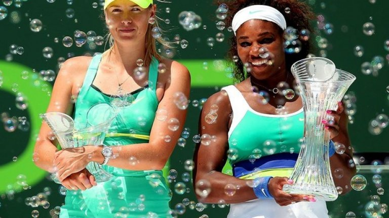 Мария и Серина след финала на Sony Open, спечелен от американката с 4-6, 6-3, 6-0