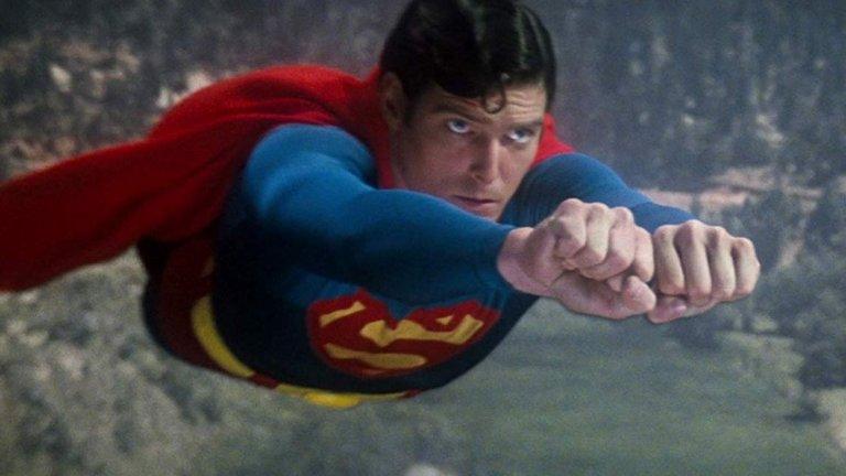 Супермен  Филмите със супергерои в момента са най-горещата тема в Холивуд, но преди четири десетилетия не е било точно така. Все пак Шварценегер е сред дългия списък с актьори, които са имали интерес към ролята на Супермен за филма на Ричърд Донър от 1978 г.   Никой обаче не обръща внимание на мускулестия австриец, който по това време е неизвестен. Вместо това се търсят актьори с не толкова супер-физика (и не толкова остър акцент). В крайна сметка ролята отива в Кристофър Рийв, който първоначално е бил отхвърлен като твърде кльощав и млад.