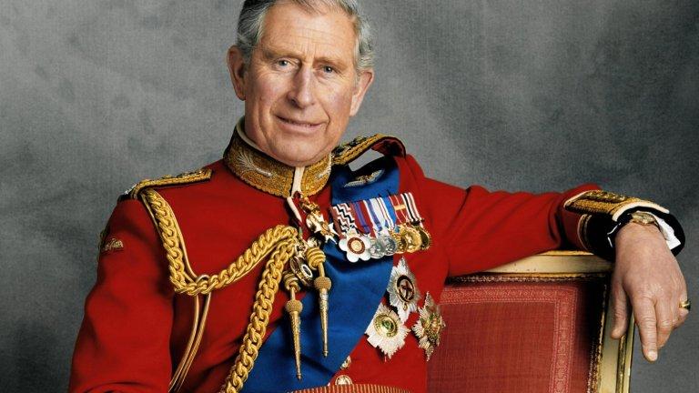 """Принц на Уелс... доживот?  Титлата, която Чарлз получава едва десетгодишен през 1958 г., се е превърнала в синоним на името му. И има защо - той е човекът, който я е носил най-дълго време. Разбираемо ще е, ако вече иска да я смени с по-впечатляващото """"Крал на Обединеното кралство""""."""