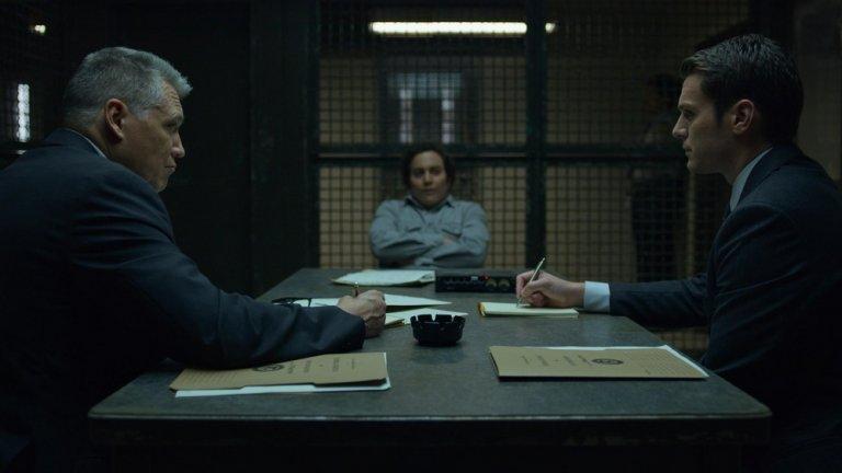 Втори сезон на Mindhunter акцентира върху убийствата на деца в Атланта, като включва и част от най-известните серийни убийци в американската история, включително Чарлс Менсън, Бърковиц, Уейн Уилямс, Уилям Пиърс - Джуниър, и Денис Радър.