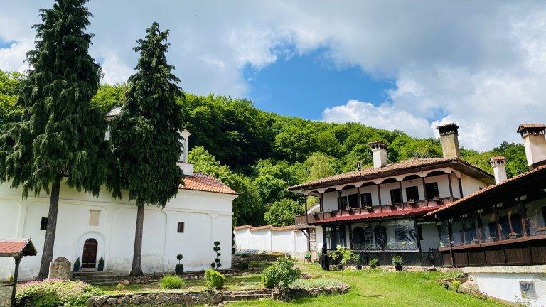 Бързо бягство от София: Божественият изглед от Лозенския манастир