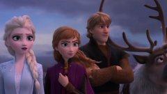 """Frozen 2 (22 ноември)  Компютърно-аниминираният музикален филм от 2013-а """"Frozen"""" се превърна в безспорен хит и беше въпрос на време да се стигне до неговото продължение. Пет години са си доста време и много от някога малките почитатели на Елза, Анна и Кристоф вече са пораснали, но винаги го има потенциалът за привличането на нови млади зрители (и техните родители). Както може би се усеща по музиката в първия тийзър за филма, режисьорите и продуцентите на """"Frozen 2"""" са черпили вдъхновение от културата на Норвегия, която посещават през 2017-а.  За историята на продължението не се знае много, освен че познатата група главни персонажи е запазена, но ще се озове в някаква гора насред есен. Което не е много ледено, ама карай. Let it go, както се казва."""