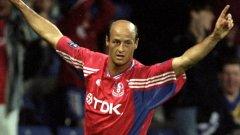 Емблематичният за футбола през 90-те Ломбардо се впусна в странно приключение в английския футбол - едно трудно за обяснение отклонение в иначе славната му кариера